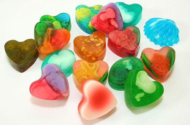 Домашен сапун с разнообразни форми, цвят и аромат